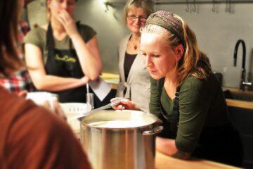Le premier cours de cuisine télévisée