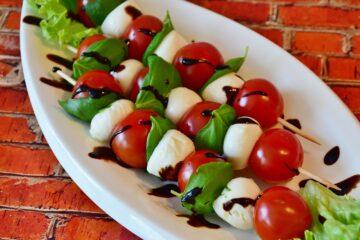 Mozzarella à la Tomate Parfumée au Basilic